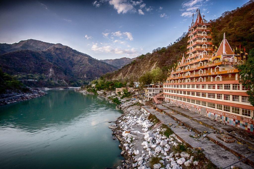 inde-du-nord-temple-rishikesh-voyage-musique-spiritualite