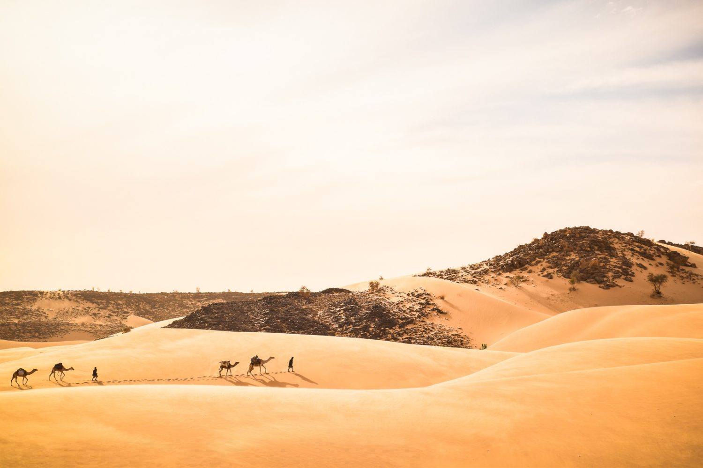 mauritanie-marche-dans-le-desert-voyage-initiatique-eveil-spirituel